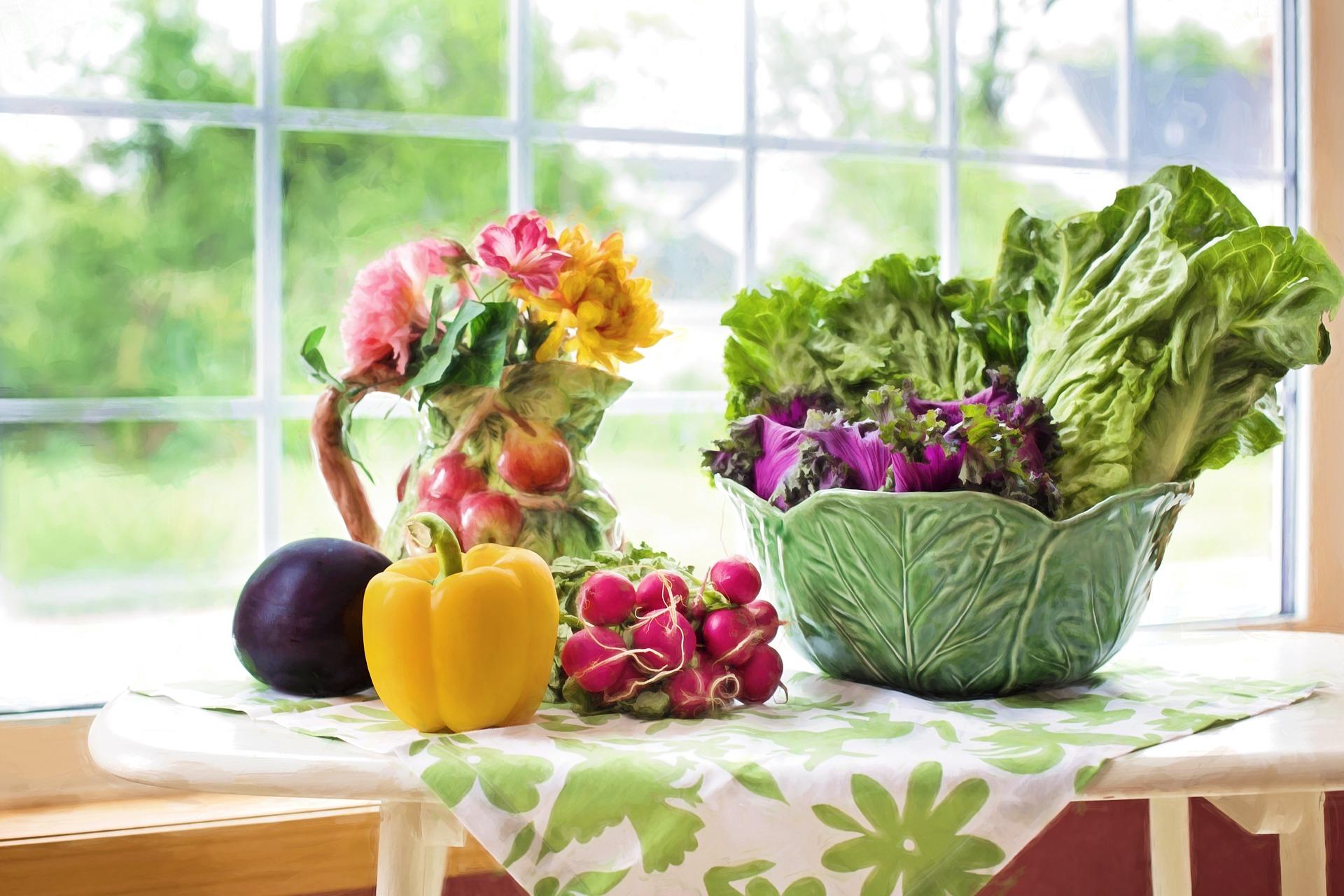 Okna w kuchni – jaka oprawa wizualna będzie dla nich najlepsza?